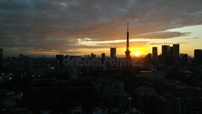słońce ustawiający Tokio wierza, Japonia zdjęcie royalty free