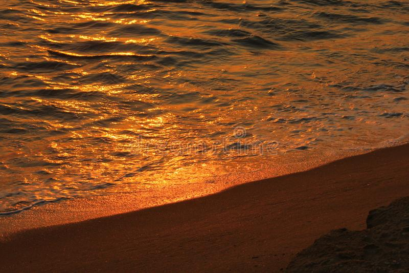 Słońce ustawiający z wodą i piaskiem, twarz, Sri lanka, zdjęcie stock
