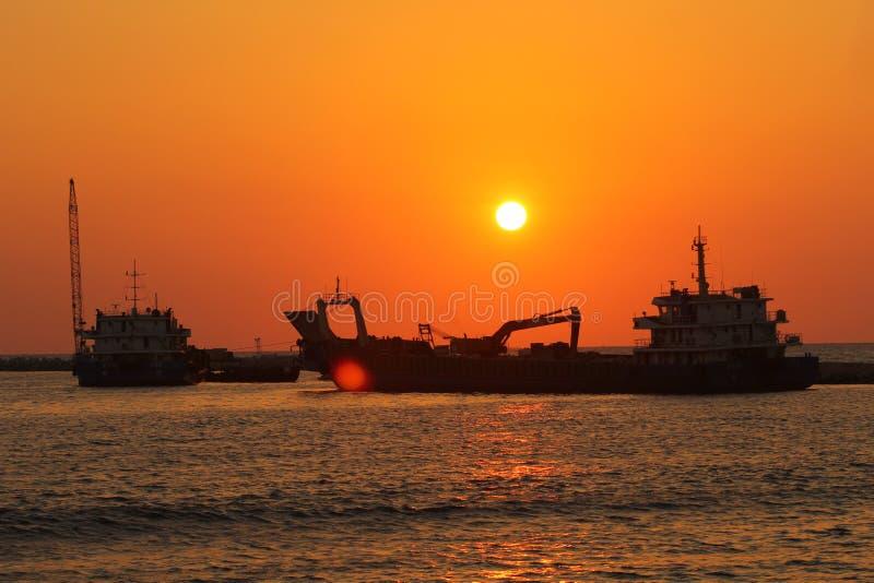 Słońce ustawiający z wodą i piaskiem, twarz, Sri lanka, zdjęcie royalty free