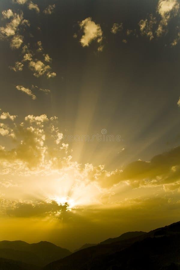 słońce za chmury zdjęcia royalty free
