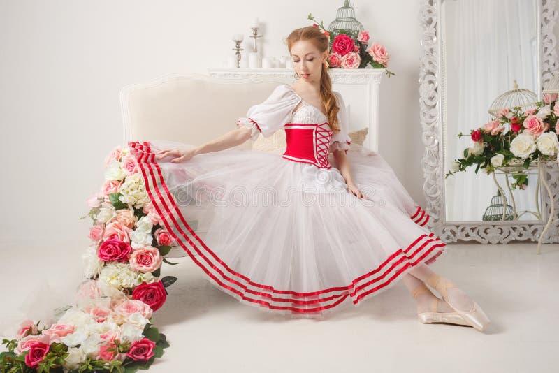 Słodcy tancerza i wiosny kwiaty zdjęcia stock