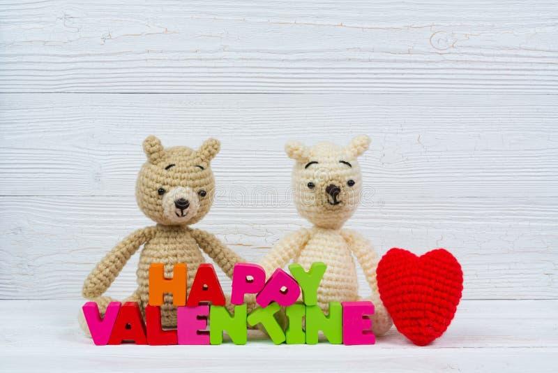 Słodka para misia lala w miłości z valentine czerwienią i tekstem zdjęcie stock