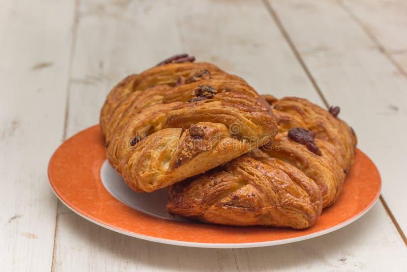 Download Słodka Pecan Babeczka Na Pomarańczowym Talerzu Zdjęcie Stock - Obraz złożonej z skorupa, przekąska: 42525754