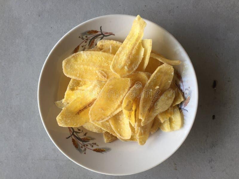 Słodki Bananowy chips w koszu fotografia stock