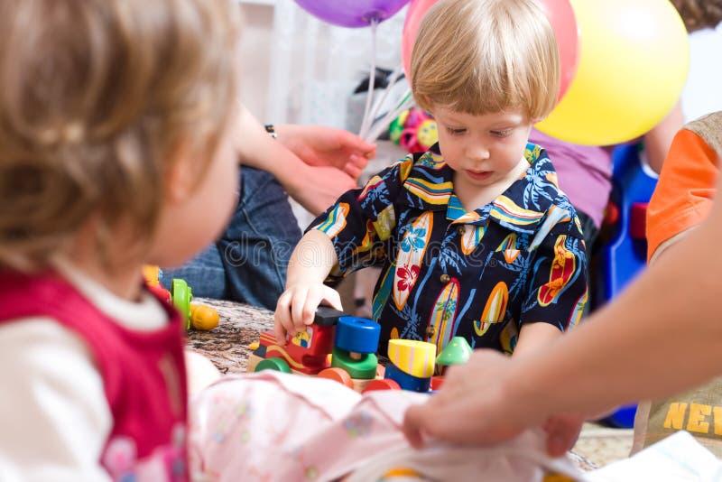 słodki chłopiec grać zdjęcie stock