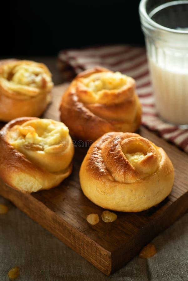 Słodki cheesecake na drewnianej desce zdjęcie royalty free