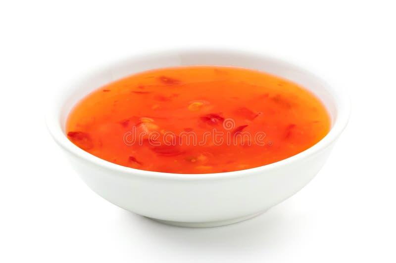 Słodki chili kumberland w białym ceramicznym pucharze odizolowywającym na bielu fotografia royalty free