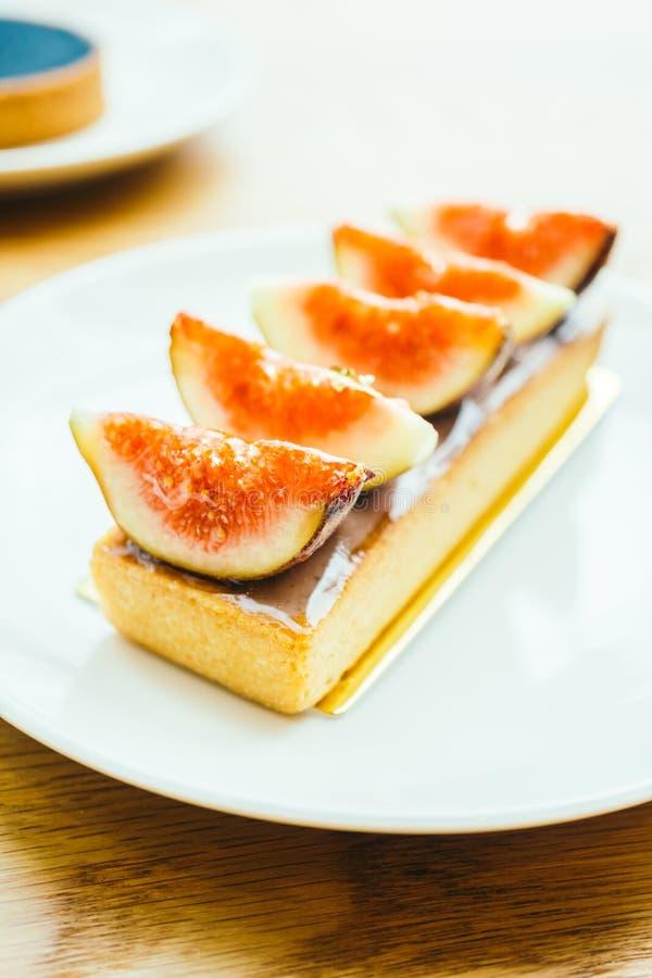 Słodki deser z tarta i figa na wierzchołku obrazy stock