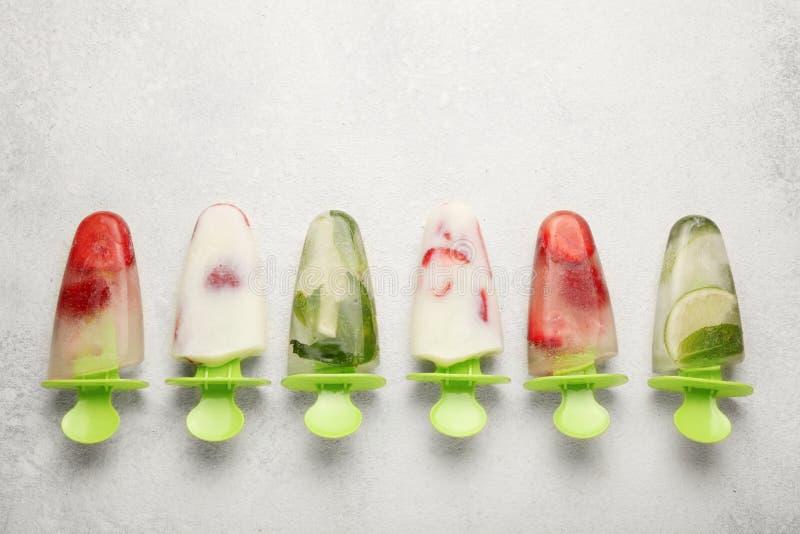 Słodki domowej roboty deser, popsicles sorbet dla lato chłodu Zamarznięty sok i lody fotografia royalty free