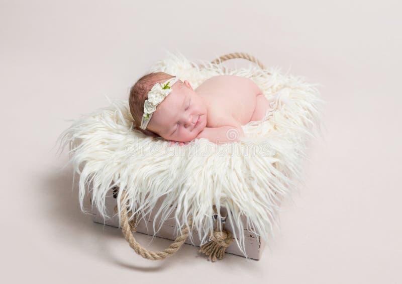 Słodki dziecko w hairband drzemaniu zdjęcia stock