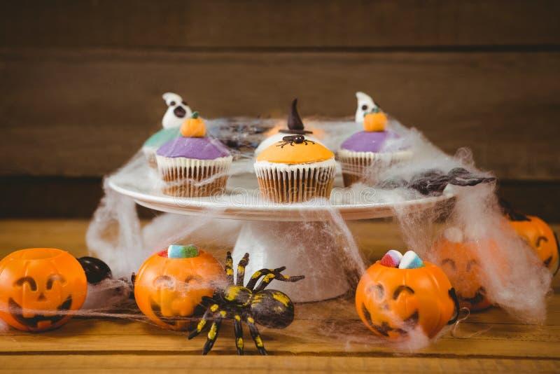 Słodki jedzenie na drewnianym stole podczas Halloween zdjęcie stock