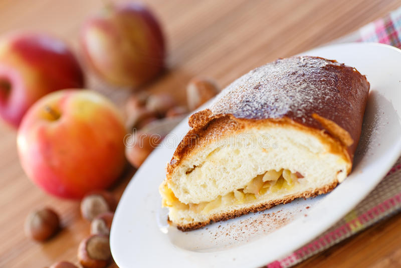 Słodki strudel z jabłkami zdjęcie royalty free