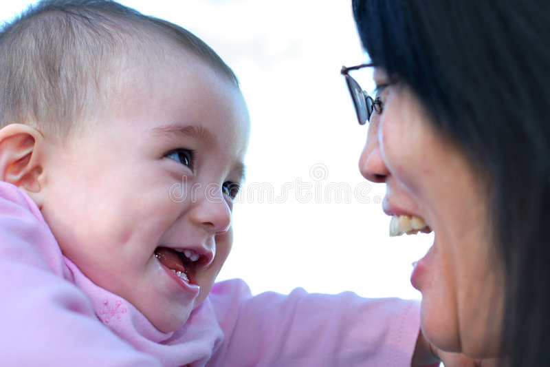 słodkie dziecko się uśmiecha