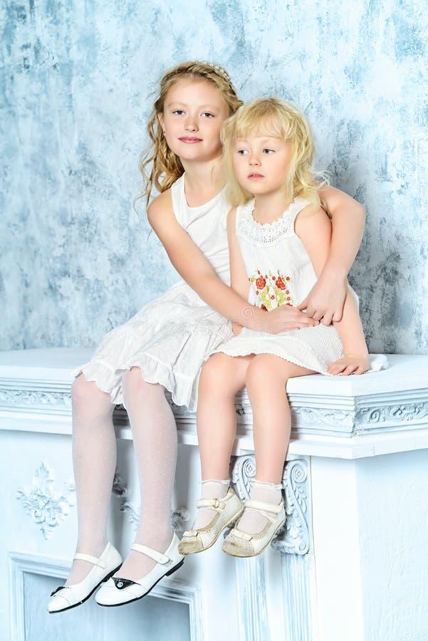 słodkie siostry zdjęcie stock
