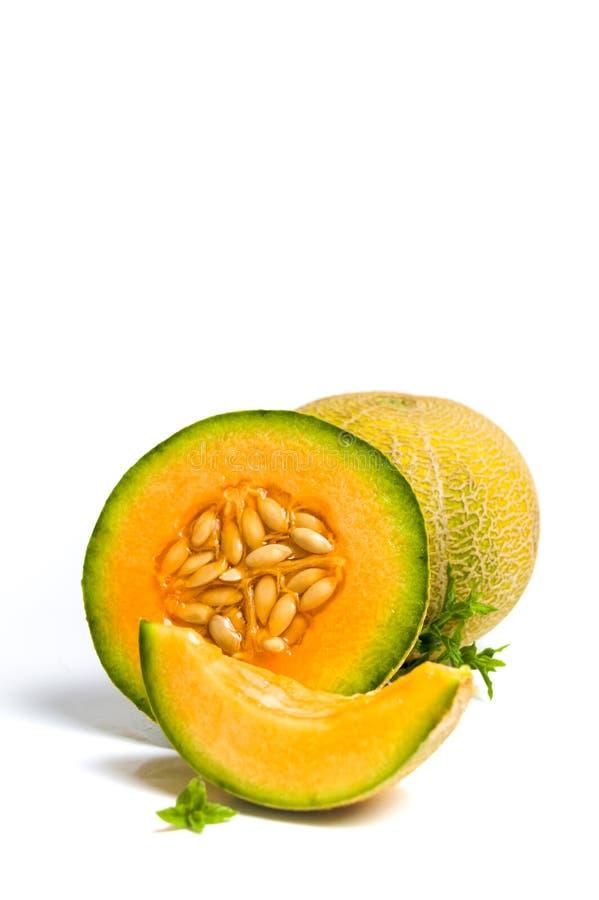 Słodkiego melonu plasterki odizolowywający na bielu zdjęcie stock