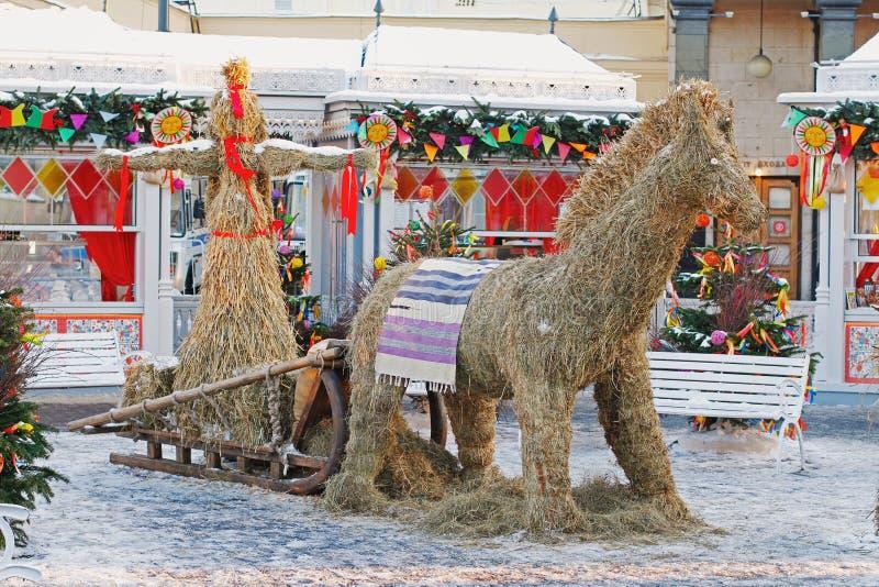 Słomiana ostatki lala, koń przy Rosyjskim krajowym festiwalem i «Shrove «na rewolucja kwadracie w Moskwa zdjęcie royalty free