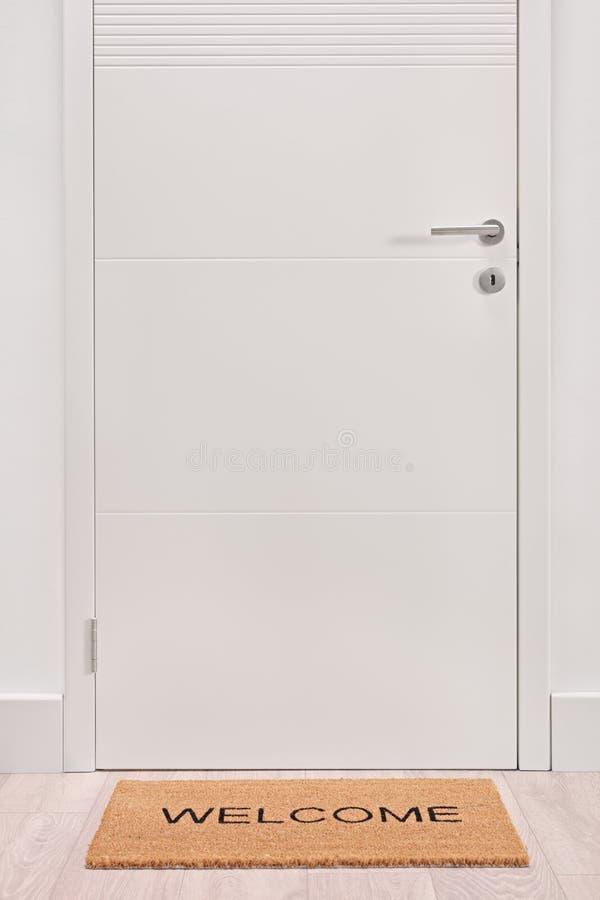 Słomianka przed drzwi zdjęcie royalty free