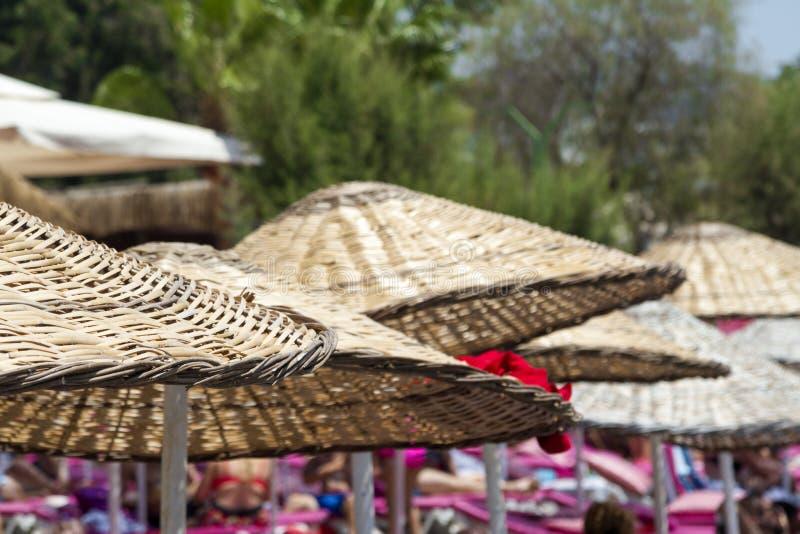 Słomiany parasolowy zbliżenie fotografia stock
