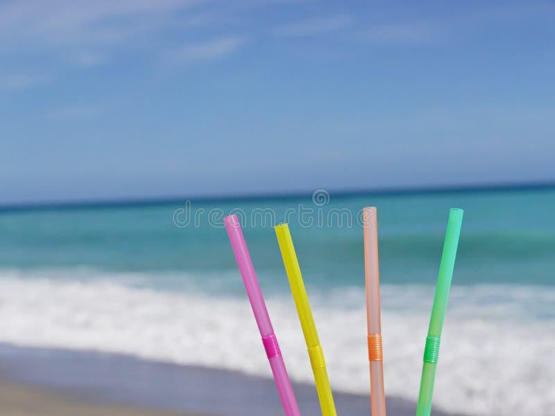 Słomy plaży napój zdjęcia stock