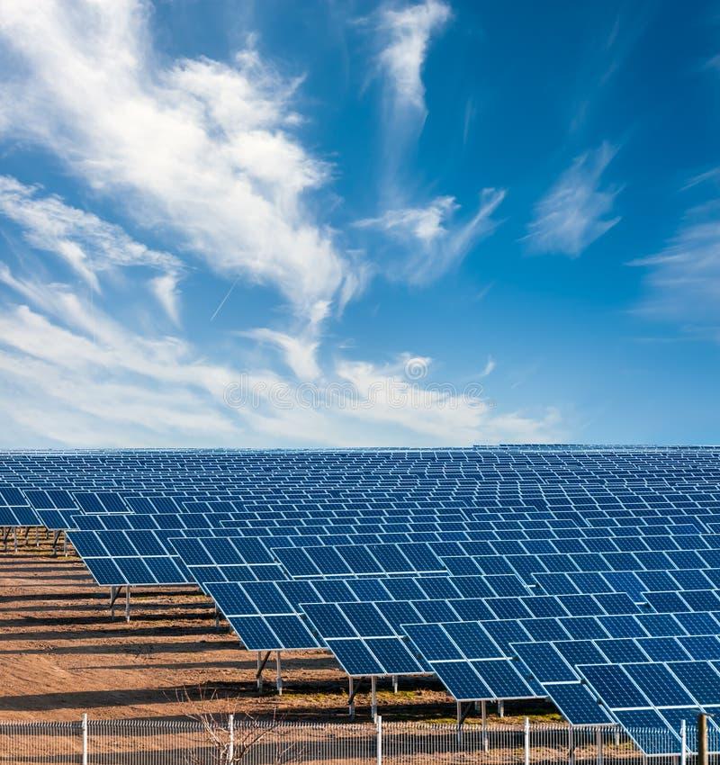 Słoneczna elektryczności roślina obraz royalty free