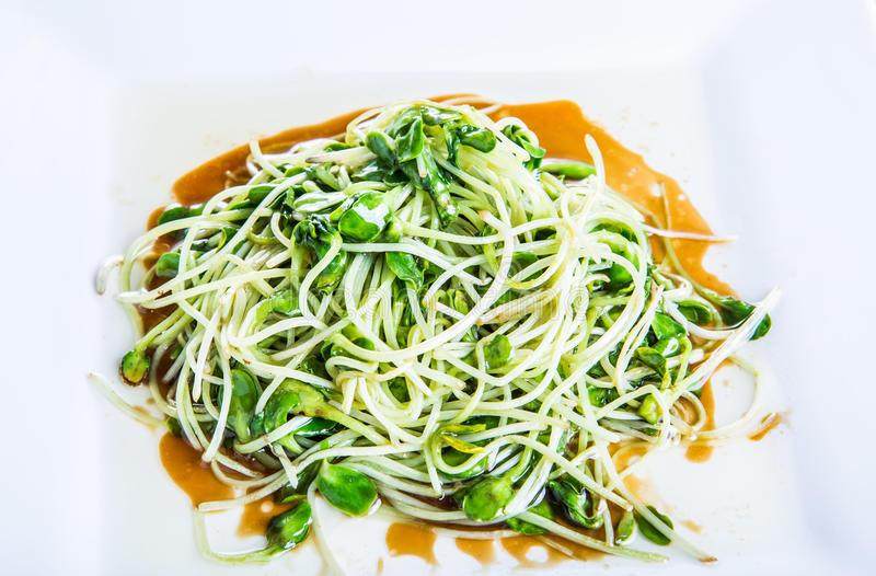 Download Słonecznik Kiełkuje Smażący Odosobnionego Na Białym Tle Obraz Stock - Obraz złożonej z japończycy, lunch: 42525647