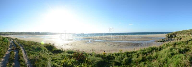 Słoneczny dzień na górze Hayle plaży falez zdjęcia royalty free