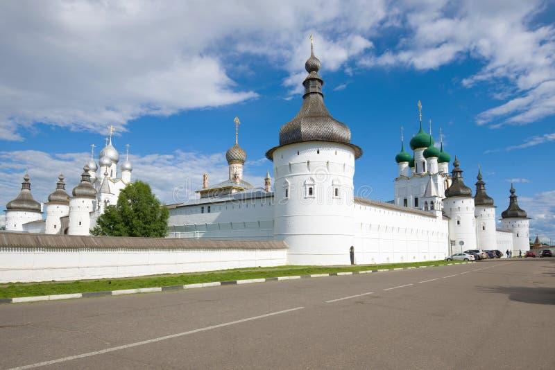Słoneczny Dzień przy Kremlin Rostov Wielki złoty pierścionek Rosji zdjęcie royalty free
