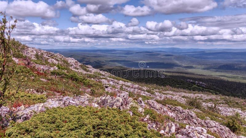 Słoneczny dzień w Ural górach zdjęcie stock