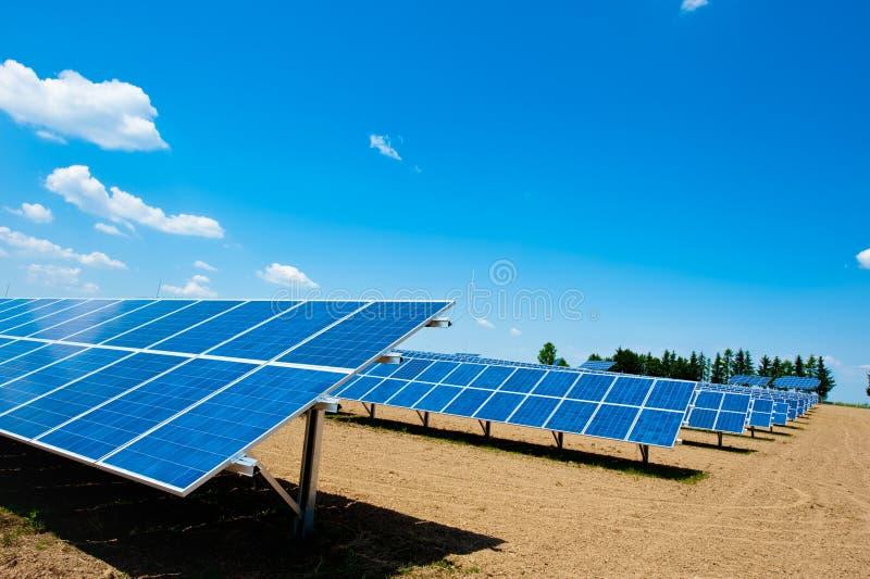 słoneczny energetyczny gospodarstwo rolne zdjęcie royalty free