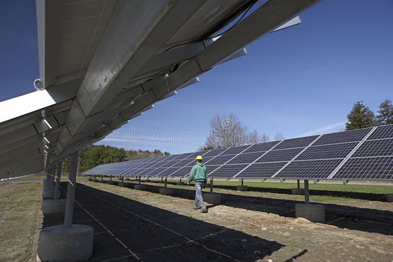 słoneczny panelu sprawdzać robociarz obrazy royalty free