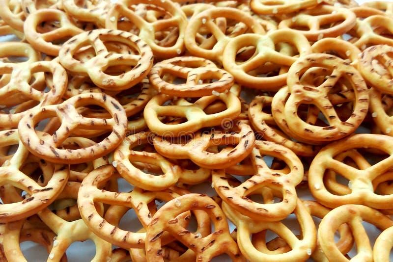 Słonego crispy krakersu precli tekstury mini tło obraz stock