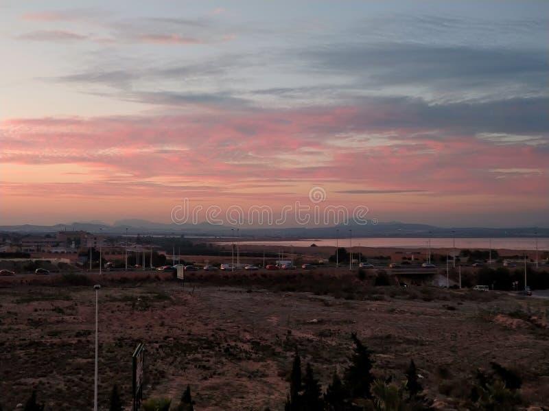 Słonego jeziora Lasu Salinas w Torrevieja przy zmierzchem obraz stock