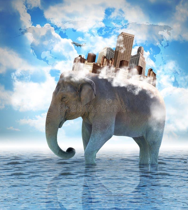 Słonia przewożenia miasto na plecy z chmurami obraz royalty free