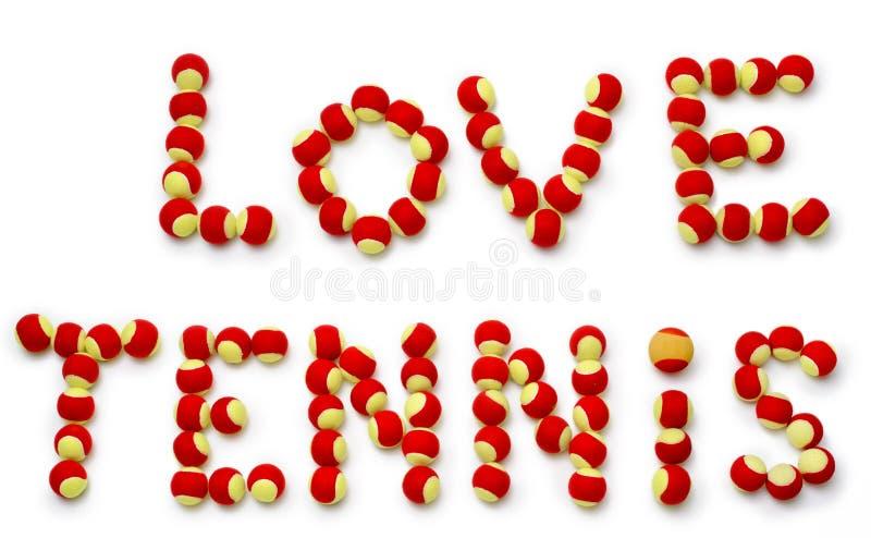 Słowa kochają tenisa literującego out z piłkami. zdjęcia royalty free