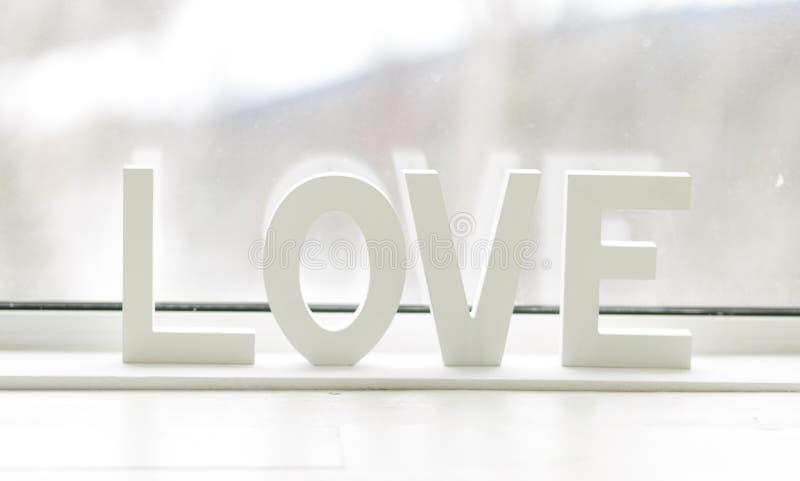 Słowa miłość na pięknym tle dzień, wszystkie kochanków, romansu, delikatnych i pięknych listy, obraz royalty free