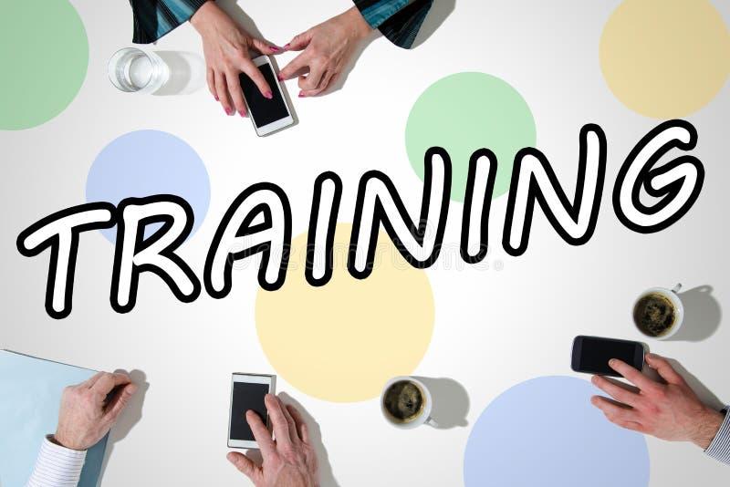 Słowa szkolenie z rękami używać smartphones obrazy stock