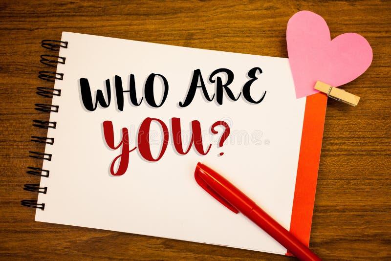 Słowa writing tekst Który Jest Tobą pytanie Biznesowy pojęcie dla Przedstawiam lub ono Utożsamia Mówi twój Osobistą opowieść zdjęcie royalty free