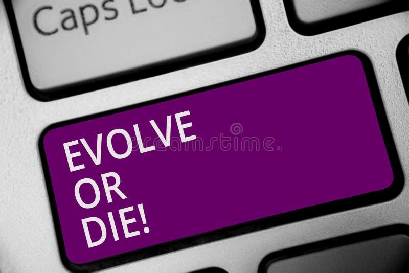 Słowa writing tekst Rozwija Lub Umiera Biznesowy pojęcie dla konieczności zmiana r adaptuje kontynuować żywego przetrwania Klawia zdjęcie royalty free
