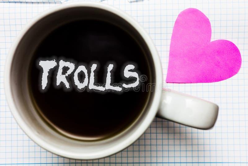 Słowa writing teksta błyszczki Biznesowy pojęcie dla Online wichrzycieli wysyła prowokujące podżegające wiadomości Napadać na kog obrazy stock