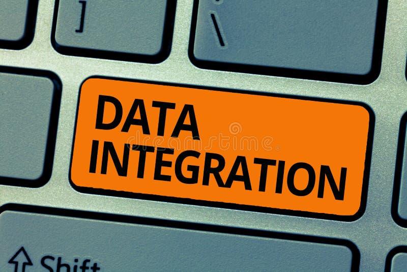 Słowa writing teksta integracja danych Biznesowy pojęcie dla kombinaci techniczny i rozwoje biznesu łączyć obrazy stock