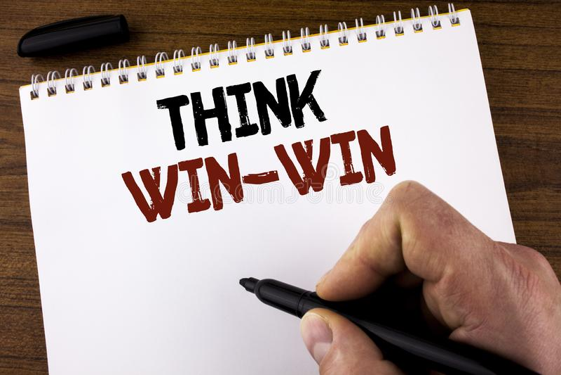 Słowa writing teksta myśl bez przegranej Biznesowy pojęcie dla negocjaci strategii dla oba partnerów uzyskiwać korzyści pisać męż obraz royalty free