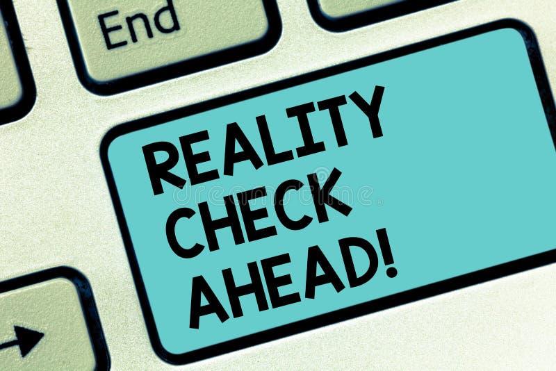 Słowa writing teksta test rzeczywistości Naprzód Biznesowy pojęcie dla robi one rozpoznawać prawdę o sytuacji someone Klawiaturow fotografia stock