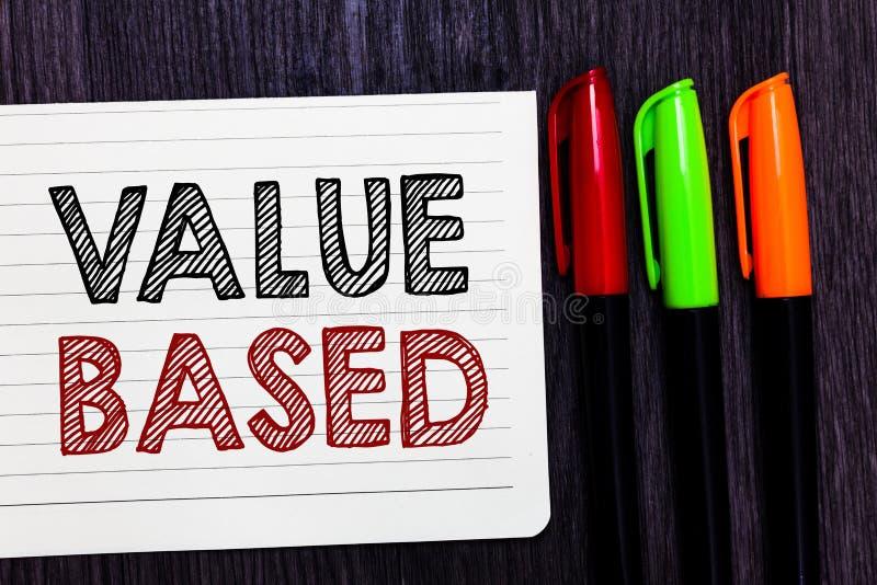Słowa writing teksta wartość Opierająca się Biznesowy pojęcie dla Considering produktu worth w satysfakcjonować klienta notatnika obraz stock