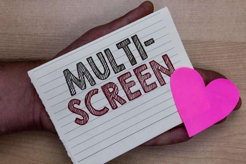 Słowa writing teksta Wielo- ekran Biznesowy pojęcie dla Mieć lub wymagać kilka w kinowym mężczyzna mienia kawałku n ekran szczegó zdjęcie royalty free