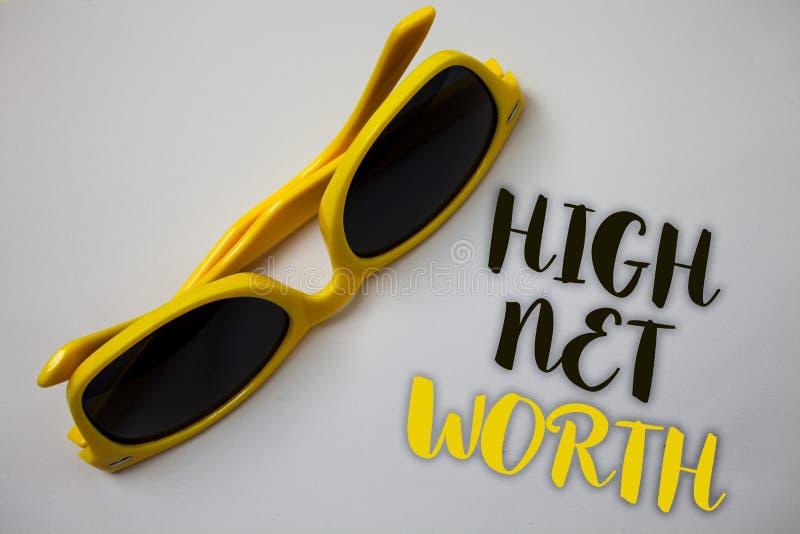 Słowa writing teksta Wysoki Netto Worth Biznesowy pojęcie dla mieć cenny Coś drogiej klasy firmy Sunglass cudowny wh zdjęcia royalty free