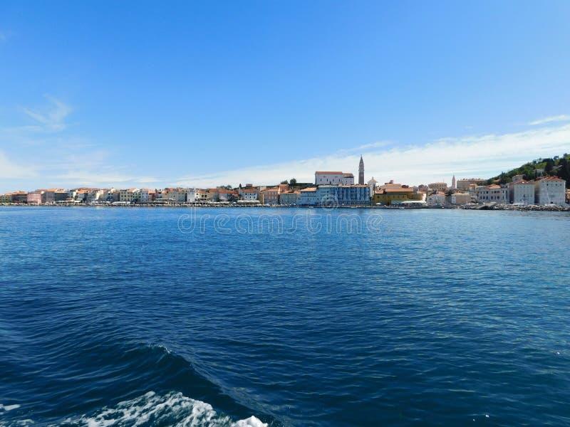 Słoweński wybrzeże widzieć od morza fotografia royalty free