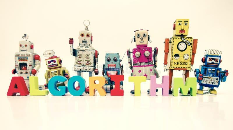 Słowo algorytm z drewnianymi listami i retro robot zabawkami zdjęcie stock