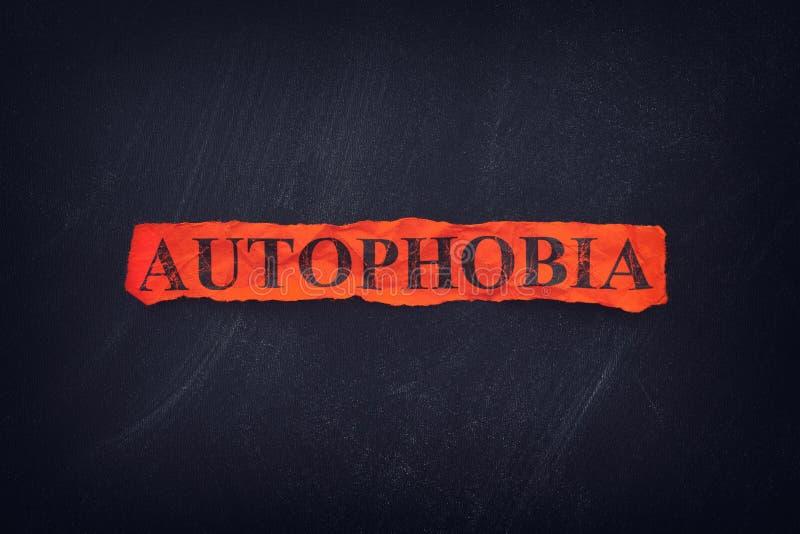 Słowo Autophobia na czerwień drzejącym kawałek papieru zdjęcia royalty free