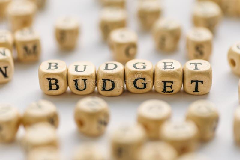 Słowo budżet na drewnianych sześcianach Biznesowa gospodarka budżetuje pojęcie i hebluje fotografia stock
