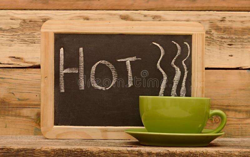 Słowo gorący na chalkboard obrazy stock